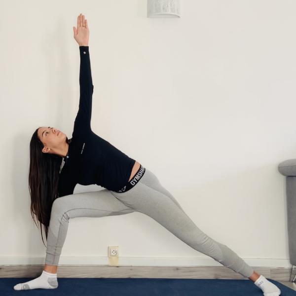 L'angle latéral étendu ou Utthita Parsvakonāsana - Yoga - Etape 3