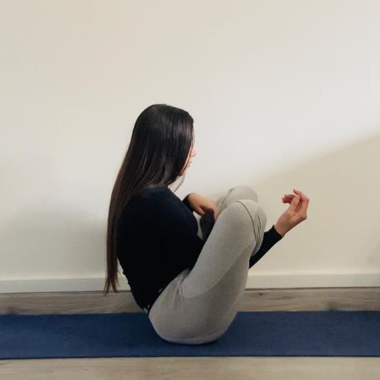 La posture du foetus ou Garbhāsana - Yoga - Etape 2