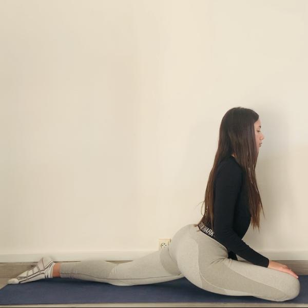 La posture du pigeon ou Kapotāsana - Yoga - Etape 3