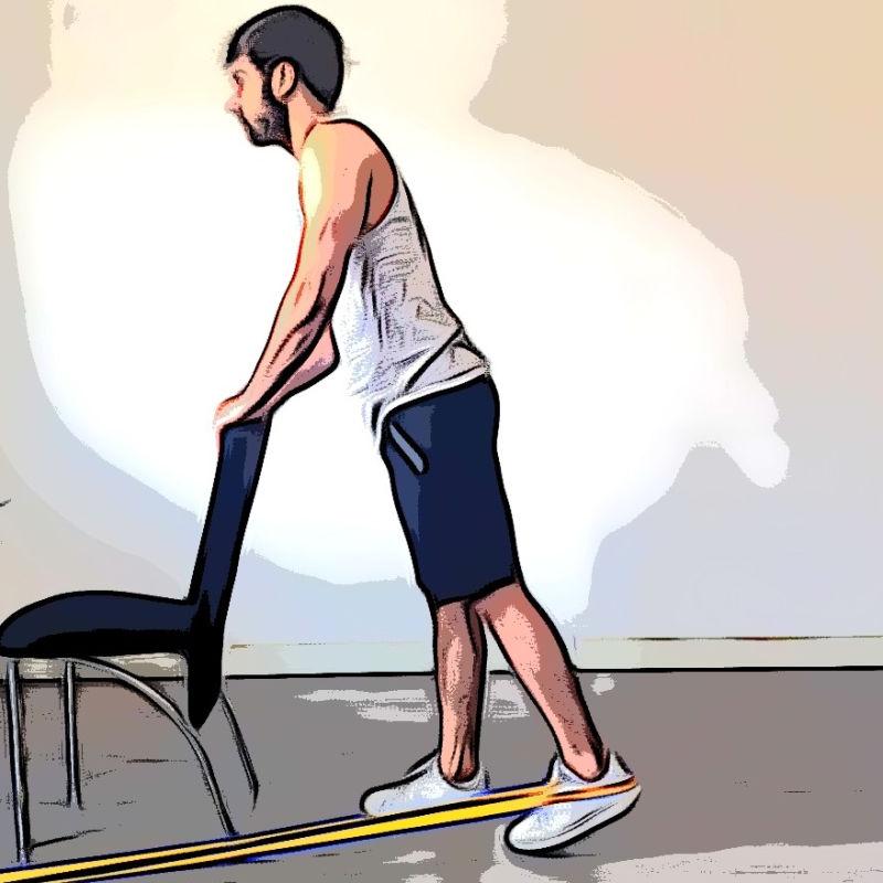 Extension de la hanche en position debout avec élastique - Etape 1