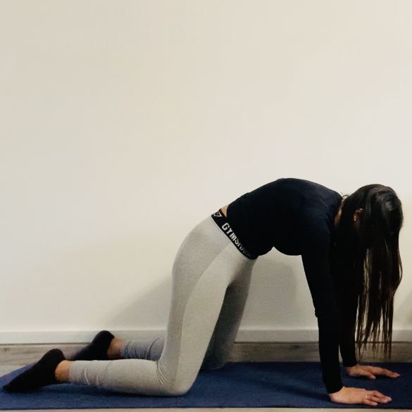 La posture du chat-vache ou Mārjārrnāsana Mukha - Yoga - Etape 3
