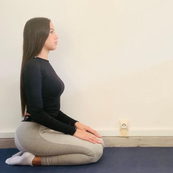 La posture de l'enfant ou Bālāsana - Yoga - Etape 1